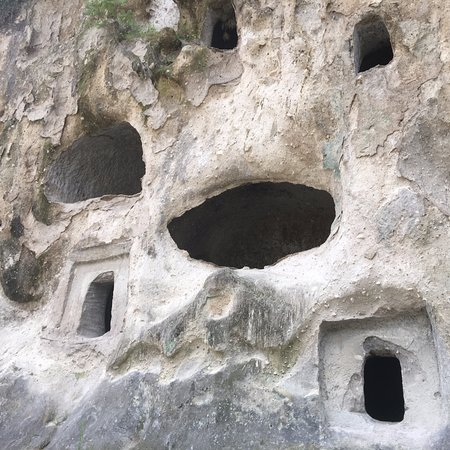 Takio Hakketsu Caves