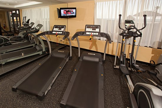 Holiday Inn Express and Suites Oceanfront: Fitness Center
