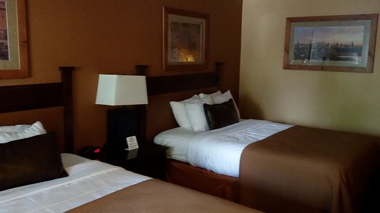 Kayenta Monument Valley Inn: Two double beds in a comfortable large room
