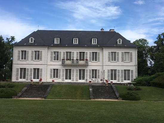 Saint-Pierre-du-Vauvray, France: le manoir vue de face 2