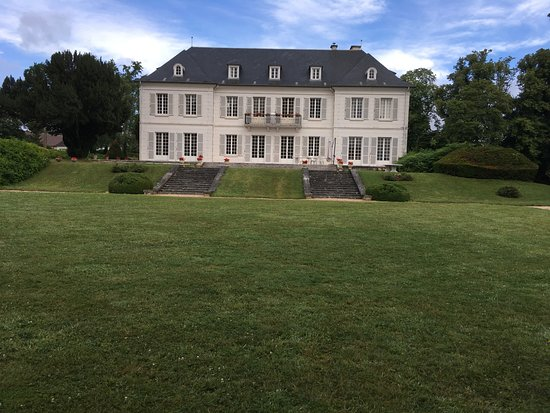 Saint-Pierre-du-Vauvray, France: le manoir vue de face 3