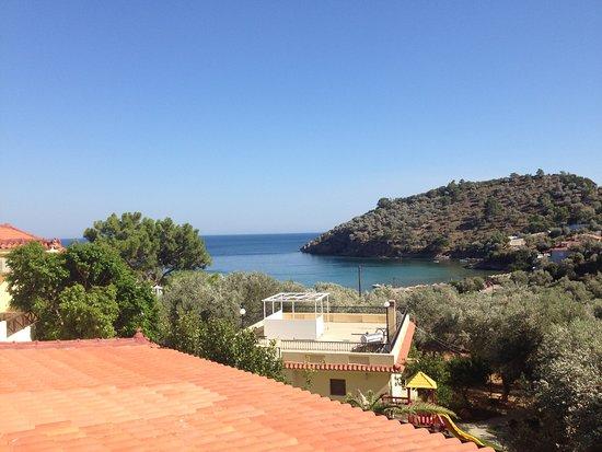 Limnionas, Yunani: Aussicht vom Balkon auf die Bucht