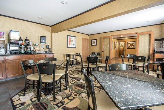 Quality Inn & Suites Decorah: Breakfast area