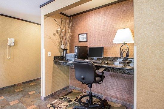 Quality Inn & Suites Decorah: Business center