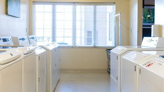 Staybridge Suites Fargo: Laundry Facility