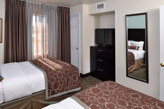 Staybridge Suites Sioux Falls: Guest Room