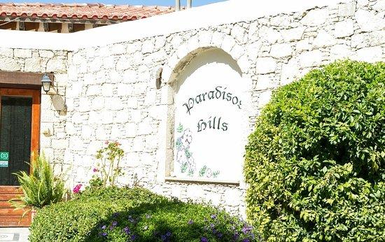 Paradisos Hills: 23