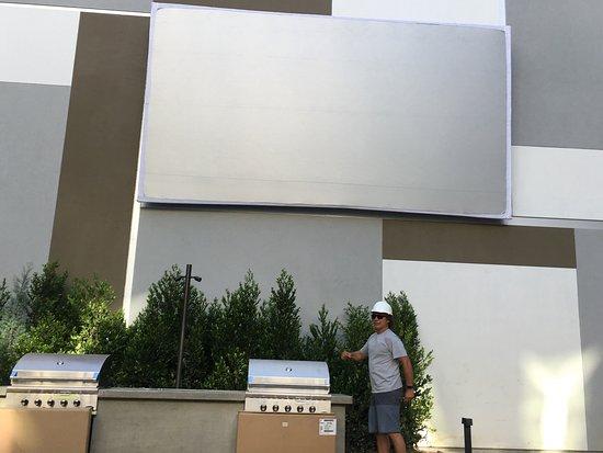 Agoura Hills, كاليفورنيا: We install fun!