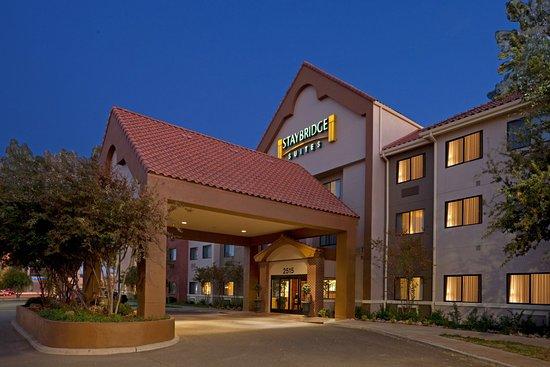 Staybridge Suites Lubbock: Hotel Exterior