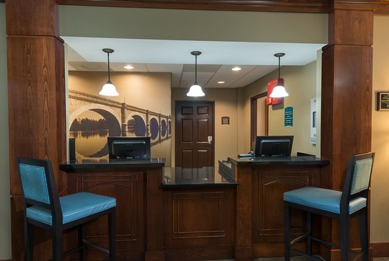 Staybridge Suites Memphis - Poplar Ave East: There is always a warm welcome with our friendly front desk staff