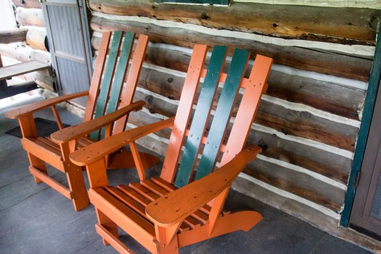 Alpine Village Resort: Private porch with comfy seating