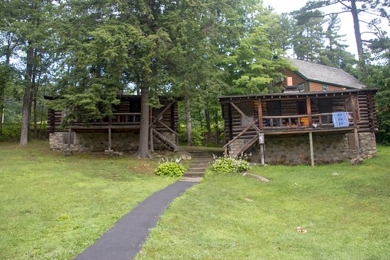 Alpine Village Resort: Private cabins