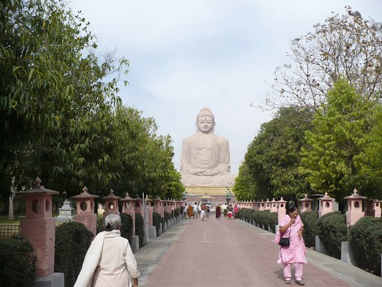Gaya, Ấn Độ: the huge statue of lord buddha