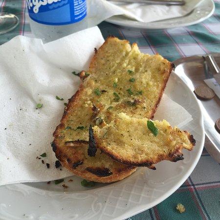 L'Aperitivo di Alessio: Pessimo pane sembra congelato e bruciato