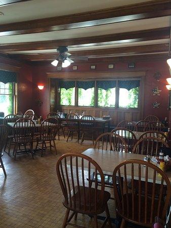 โคลด์วอเตอร์, มิชิแกน: One of the dining rooms