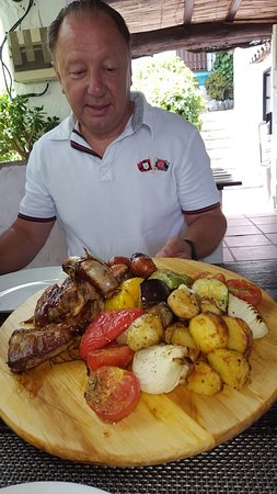 Montejaque, Spanje: The fantastic BBQ meal prepared to perfection.
