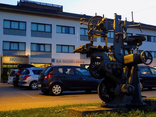 HQ La Galeria Hotel Photo