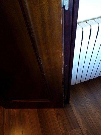 Cellers, España: Puertas desgastadas