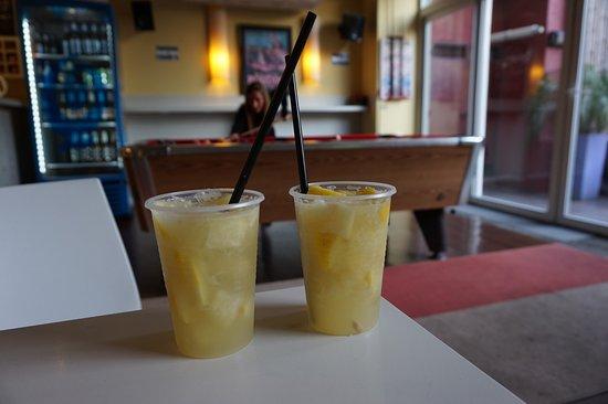 Circus Hostel & Hotel: Free pool, cheap booze