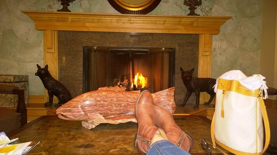 Fairbanks Princess Riverside Lodge: Relaxing in front of the fire, it was cozy but really not cool, we had a warm day in Firbanks, A