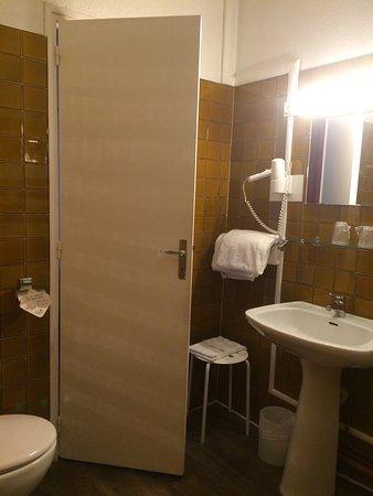 Hotel du Taur: Mélange moderne et ancien. Équipement standard. Un hôtel typique et surtout central à très bon p