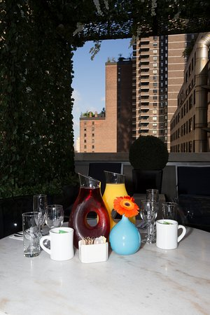 6 Columbus - A SIXTY Hotel : Breakfast in our Studio King Terrace