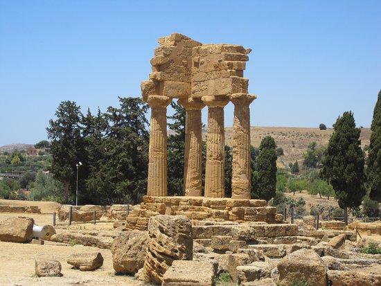 Templo de Castor y Polux - Picture of Tempio dei Dioscuri ...