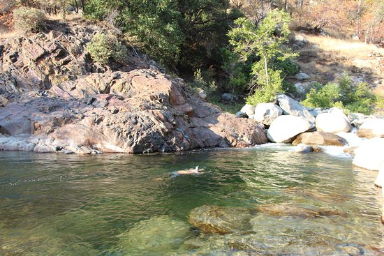 Buckeye Flat Campground: the stream near by