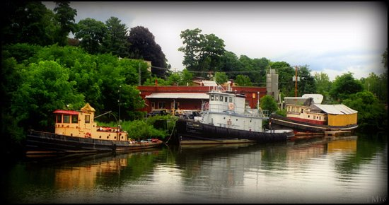 Rondout tugs at Kingston