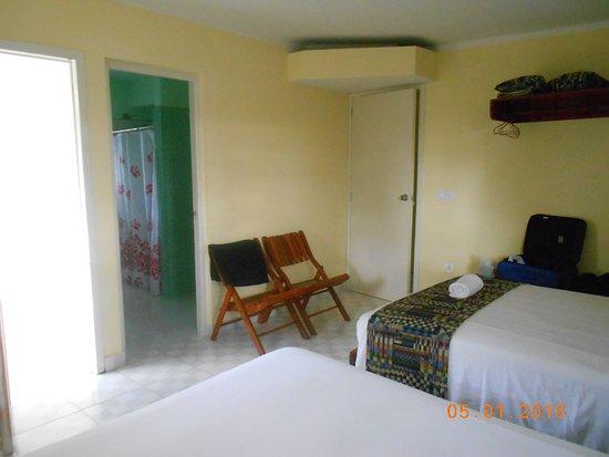 une chambre à coucher avec sa salle de bain - Picture of ...
