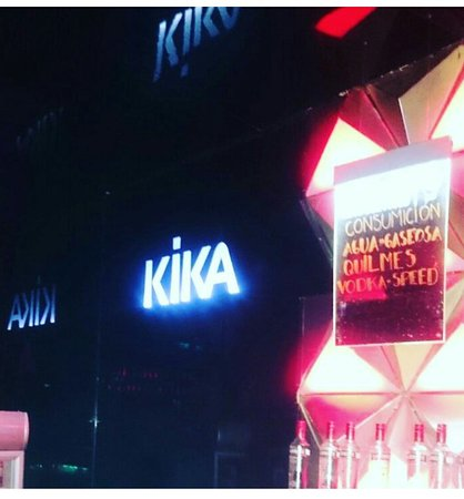 Kika Club: Muy bueno lastima que se fuma adentro