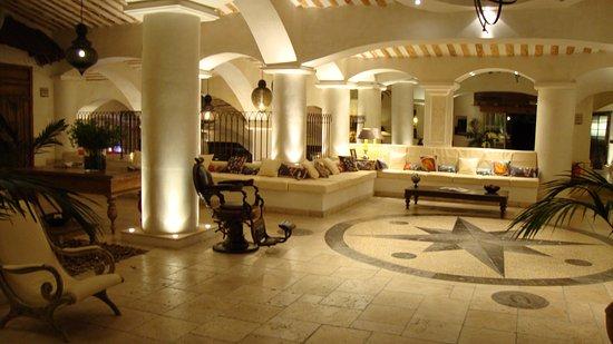 hall d\'entrée de l\'hôtel - Picture of Hotel U Capu Biancu, Bonifacio ...