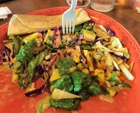 Tulare, CA: Delicioso Mango Chicken Salad