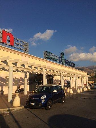 Carini, Italien: Centro Commerciale Poseidon