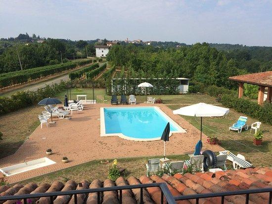 Mombaruzzo, Italia: Uitzicht vanuit de kamer