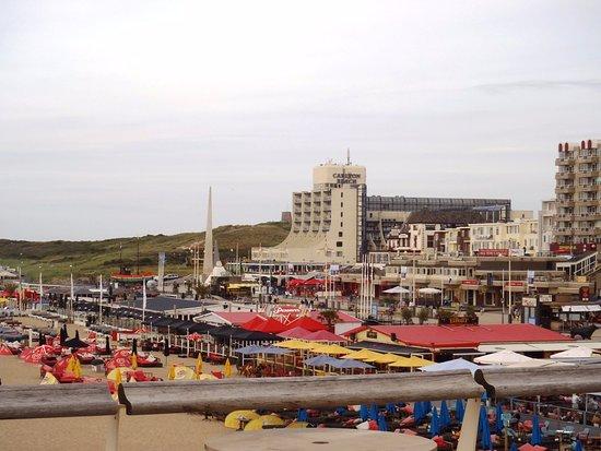 Vanop De Pier Zicht Op Carlton Beach Hotel