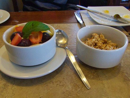 Los Tambos: Fresh fruit and Granola at Breakfast