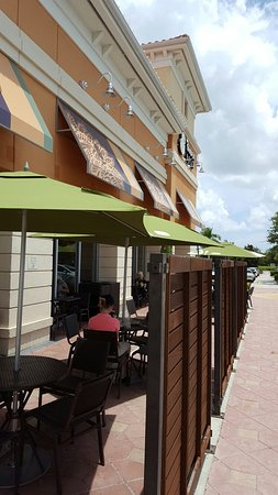 Port Saint Lucie, FL: Outdoor seating