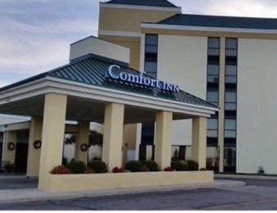 Comfort Inn: Front Entrance