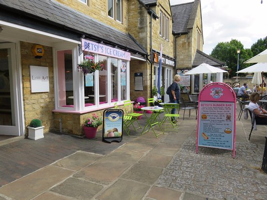 Foxy Browns: beside Betsys ice cream parlour