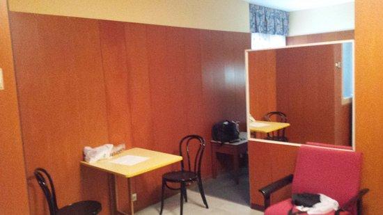 Bonanova : Pequeña sala de estar junto a cocina
