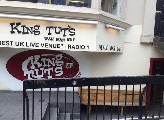 King Tut's Wah-Wah Hut: The outside.