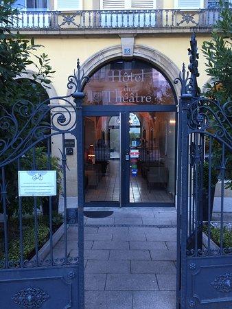 Hôtel du Théâtre: photo1.jpg
