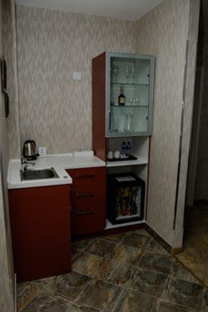 Hotel Nine: Mini Bar/sink