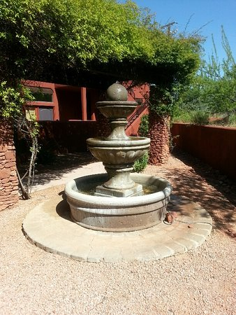 Las Posadas of Sedona: The water fountain right outside of our Villa - so pretty in the morning sun!
