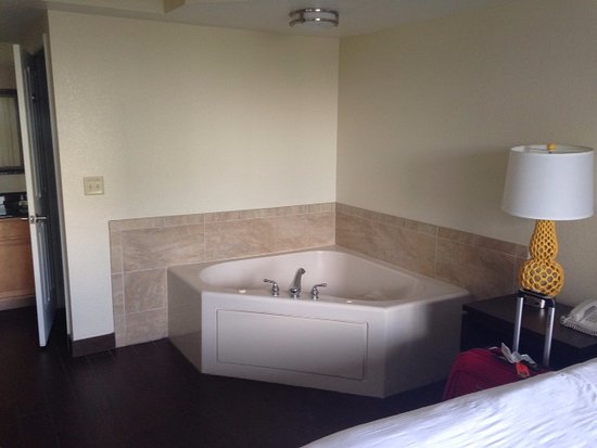 Jacuzzi tub in master bedroom suite - Picture of Bluegreen ...