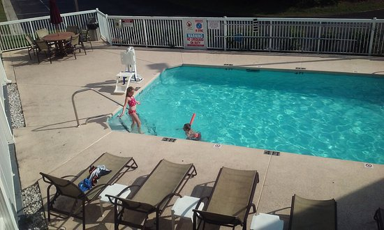 Suburban Extended Stay of Wilmington: outdoor pool