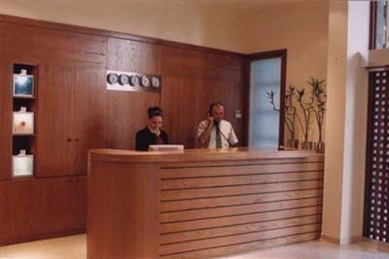 Plaka Hotel: Reception