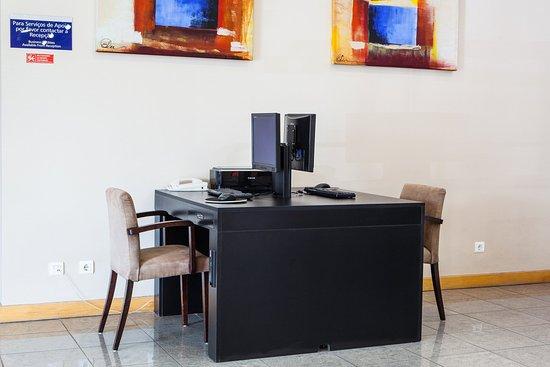 Holiday Inn Express Lisbon Oeiras: Business Center