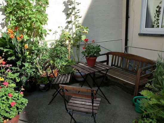 Backyard Terrace - Hotell Bele